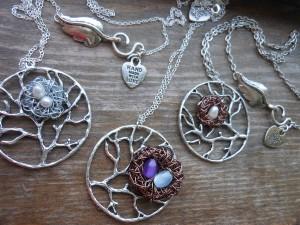 momma bird necklace