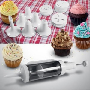 31 Piece Cake Decorating Set Just $6.99 Shipped!