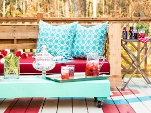 Amazing (and cheap!) DIY pallet patio furniture from HGTV